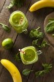 Batido de fruta verde orgânico saudável Imagens de Stock