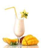 Batido de leche con el mango imágenes de archivo libres de regalías