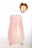 Batido de leche del plátano de la fresa imagenes de archivo