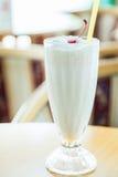 Batido de leche en la tabla de madera Fotografía de archivo