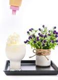 Batido de leche en un fondo blanco Fotos de archivo