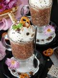 Batido de leche hecho de escamas del chocolate y de la avena con crema azotada Foto de archivo libre de regalías