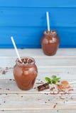 Batido do chocolate e da banana com as bolas do chocolate em uns frascos Imagens de Stock Royalty Free