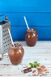 Batido do chocolate e da banana com as bolas do chocolate em uns frascos Fotos de Stock Royalty Free