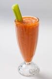 Batido frio da cenoura com aipo no vidro Imagem de Stock