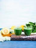 Batido verde da desintoxicação para a dieta imagem de stock royalty free