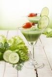 Batido verde da dieta com os vegetais na tabela de madeira Fotografia de Stock Royalty Free