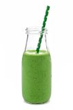 Batido verde em uma garrafa de leite isolada no branco Imagem de Stock