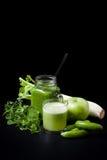 Batido verde, pepinos, hortelã, maçã, aipo Imagem de Stock