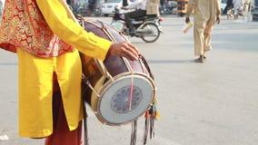 Batidor de tambor del Punjabi almacen de metraje de vídeo