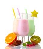 Batidos de leche con las frutas imagen de archivo libre de regalías