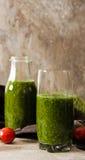 Batidos verdes para uma dieta dos espinafres Imagens de Stock