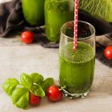 Batidos verdes para uma dieta dos espinafres Fotos de Stock