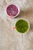 Batidos verdes para uma dieta dos espinafres Foto de Stock