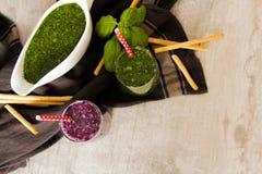 Batidos verdes para uma dieta dos espinafres Foto de Stock Royalty Free
