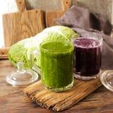 Batidos verdes para uma dieta dos espinafres Fotos de Stock Royalty Free