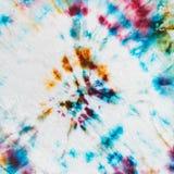 Batik - abstrakt prickig prydnad på silke Arkivfoto