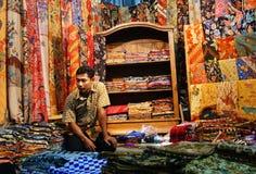 Batik-Verkäufer lizenzfreie stockbilder
