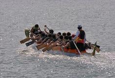 Batimiento intenso del barco del dragón imagen de archivo