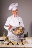 Batir los ingredientes del pan del trigo Imagen de archivo libre de regalías