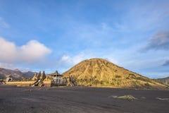 Batok dorato sul supporto Bromo fotografia stock