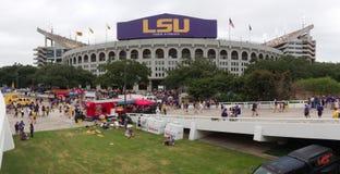 BATON ROUGE, LOUISIANA - 2014: LSU Tiger Stadium während eines Fußballspiels Stockbilder