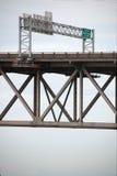 BATON ROUGE USA - 2015: En bro som sammanfogar Baton Rouge och port Allen Royaltyfria Bilder