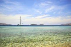 Batsi海滩在安德罗斯希腊 库存照片