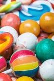 Batskground della gomma da masticare e della multi lecca-lecca colorata Fotografie Stock