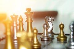 Battaglia luminosa di scacchi di alta esposizione nel concep della concorrenza di affari Fotografia Stock Libera da Diritti
