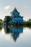 battambang cambod房子典型树汁的tonle 免版税库存照片