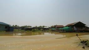 Battambang landskap, Cambodja - Circa mars 2018: fartygtur från Siem Reap till Phnom Penh stock video