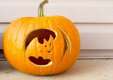 Batte de Jack-O-lanterne de Halloween Image libre de droits