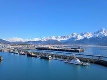 Battello di servizio in porto d'Alasca fotografia stock