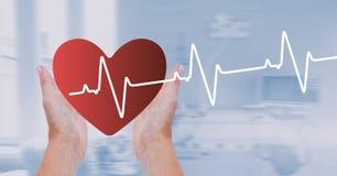 Battement de coeur au-dessus des mains tenant le coeur Image stock