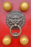 Battente di portello cinese del leone Fotografia Stock