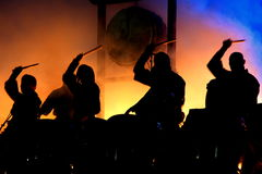 Battere i tamburi Immagini Stock