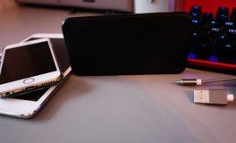 Batteria per caricare i vostri smartphones Compresse ed altri dispositivi Bello disegno moderno Dettagli e primo piano immagine stock