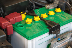 Batterie eines Autos lizenzfreie stockbilder