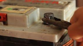 Batterie-Kontakt-Funken stock footage