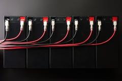 Batterie ricaricabili e cavi elettrici Batteria industriale Fotografia Stock Libera da Diritti