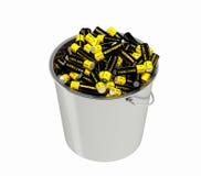 Batterien in einem Eimer Stockbilder