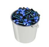 Batterien in einem Eimer Stockfoto