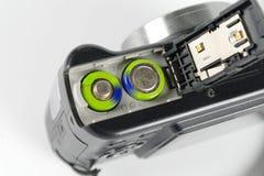 Batterien in einer Digitalkamera stockfotos