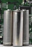 Batteries avec le conseil électronique de logique Photos stock