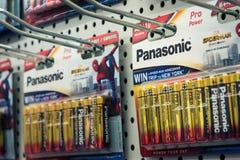 Batteries de Panasonic en campagne publicitaire d'homme d'araignée de vente électr. Image stock
