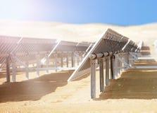 Batteries solaires dans le désert Photographie stock libre de droits