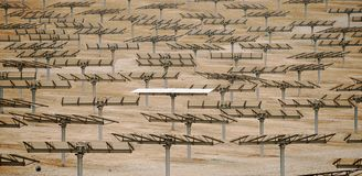 Batteries solaires de paysage industriel Image libre de droits