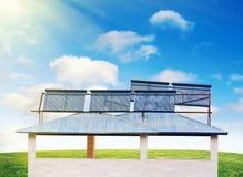 Batteries solaires sur la maison Image stock