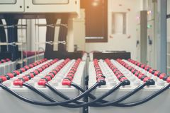 Batteriesatz im Batterieraum im Kraftwerk für Versorgung electrici lizenzfreie stockfotografie